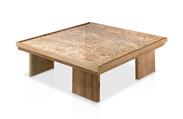Mesa de centro con tapa de nacar y patas madera for Muebles de oficina gandia